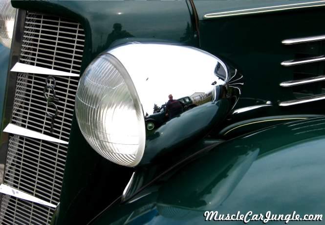 1935 Auburn 851 4 Door Headlight